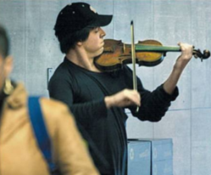 its-a-beautiful-world-Joshua-Bell-playing-violin-in-subway-station